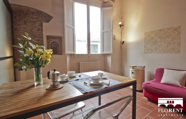 Pitti Studio Apartment dining room 2
