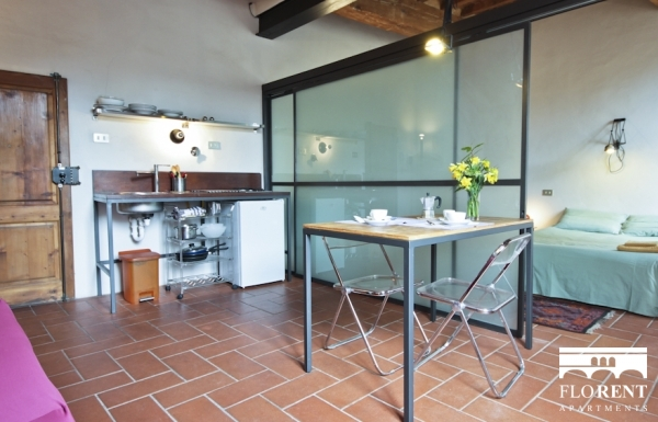 Pitti Studio Apartment dining room 4