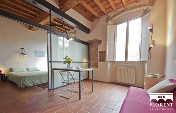 Pitti Studio Apartment dining room 3