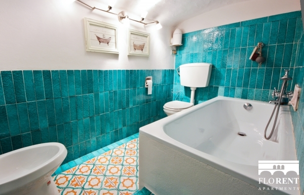 Delicious Apartment in Florence bathroom 2