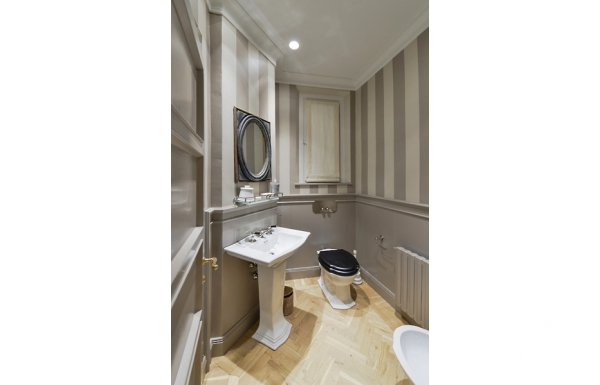 Luxury Apartment on Ponte Vecchio bathroom 2