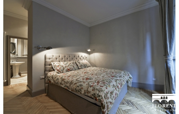 Luxury Apartment on Ponte Vecchio bedroom