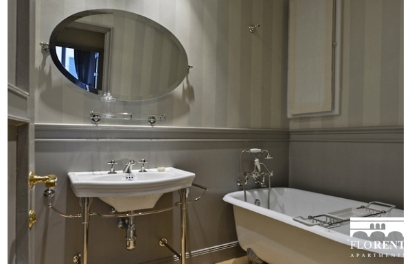Luxury Apartment on Ponte Vecchio bathroom