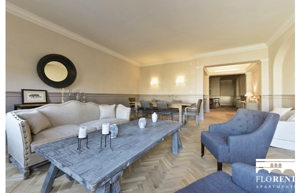 Luxury Apartment on Ponte Vecchio living room 4