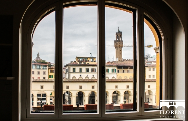 Luxury Suite on Ponte Vecchio view