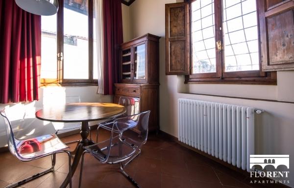 Suite Maggio dining room