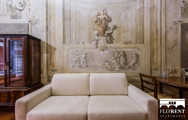Magnoli Frescos Apartment sofa
