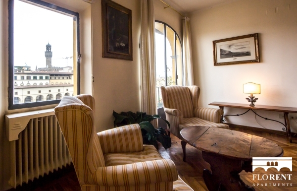 Accommodation on Ponte Vecchio living room 2