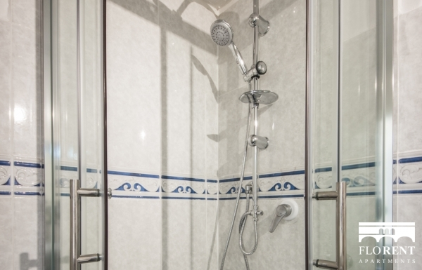 Florence Apartment bathroom shower