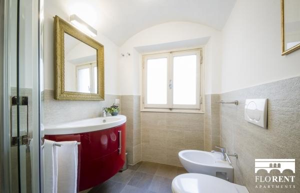 Santo Spirito Suite bathroom