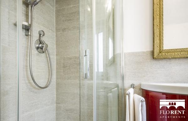 Santo Spirito Suite bathroom shower 2