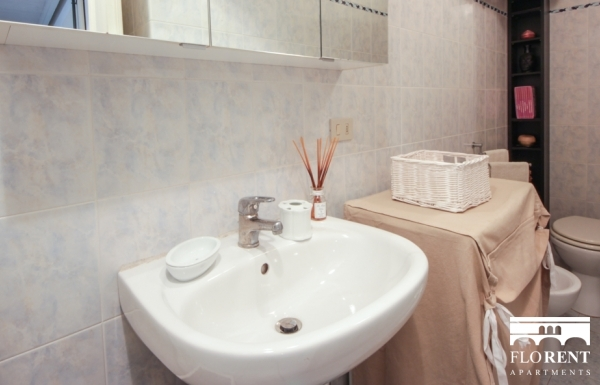 Luxury Studio in Florence bathroom 2