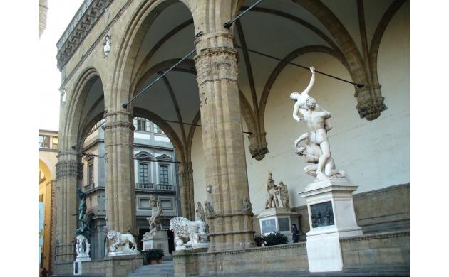 piazza-signoria-attraction-loggia-lanzi