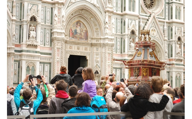 easter-in-florence-explosion-of-the-cart-the-journet-the-dome