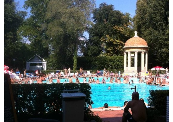 swimming-pool-florence-pavoniere-day