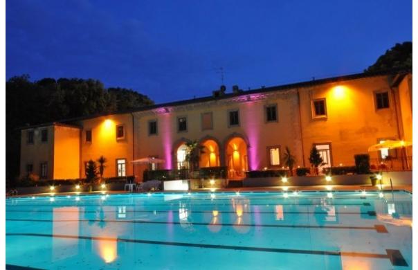 swimming-pool-florence-pavoniere-night