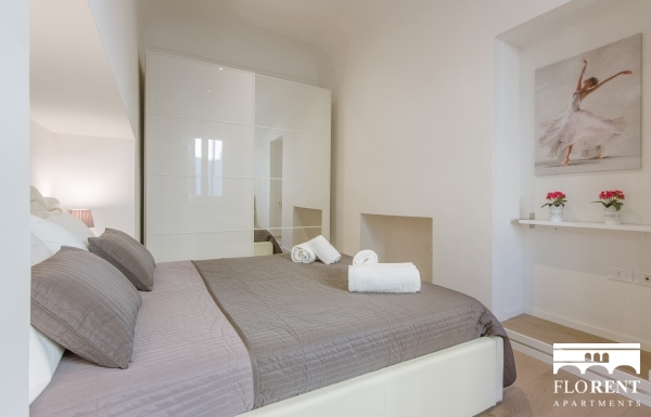 Beautiful Pitti Palace 2 Bedroom Apartment