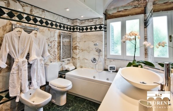 Luxury Apartment in Florence bathroom bath