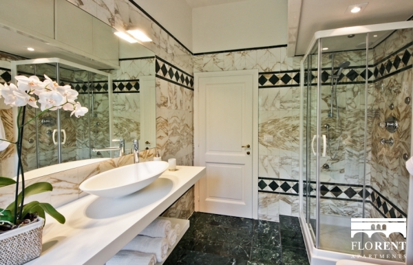Luxury Apartment in Florence bathroom shower