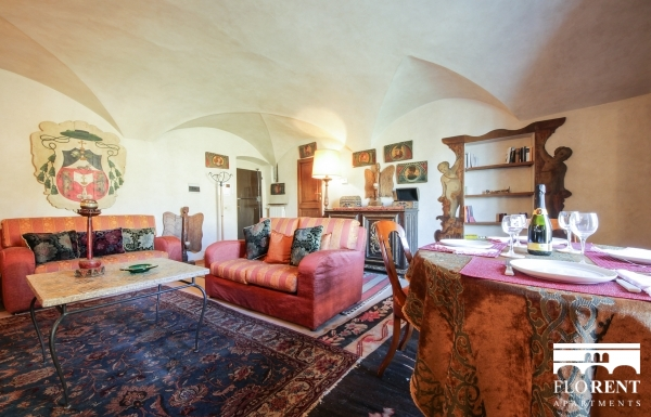 Luxury Flat over Ponte Vecchio living room 2