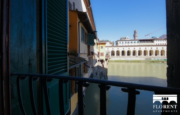 Luxury Flat over Ponte Vecchio view 3