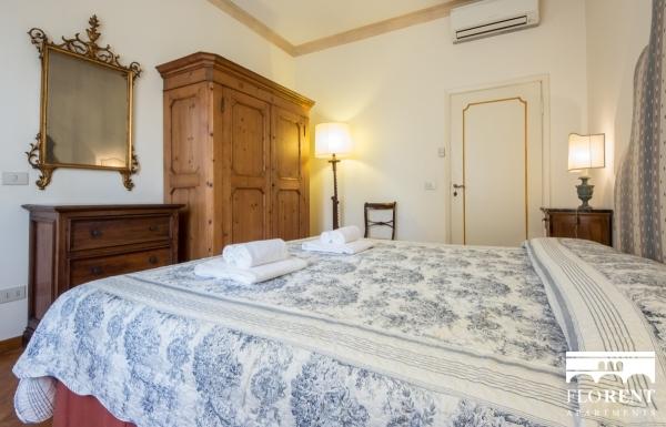 Accommodation on Ponte Vecchio bedroom 2