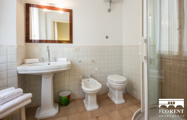 Accommodation on Ponte Vecchio bathroom