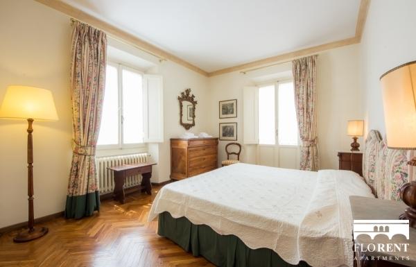 Accommodation on Ponte Vecchio second bedroom 2