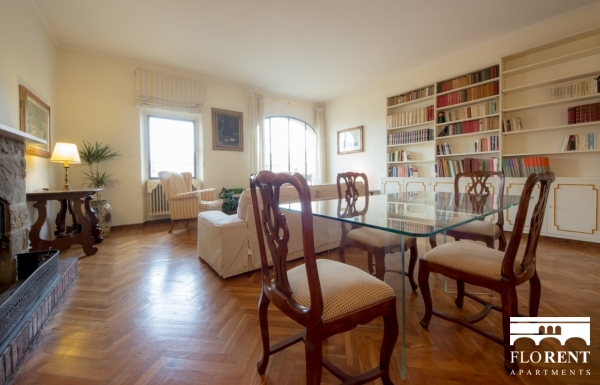 Accommodation on Ponte Vecchio dining room 2