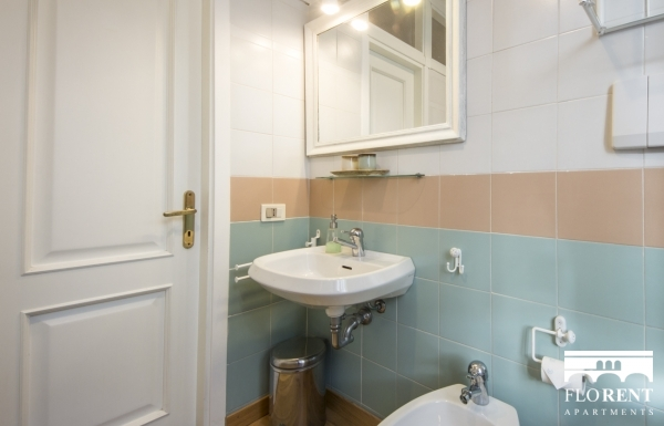 Apartment with garden bathroom
